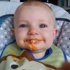Mowin down on some chicken, carrots & broccoli.